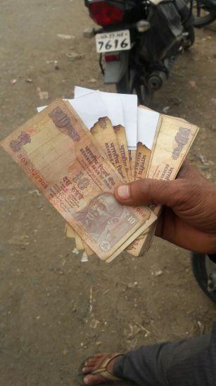 बैंक से मिले जले नोट!