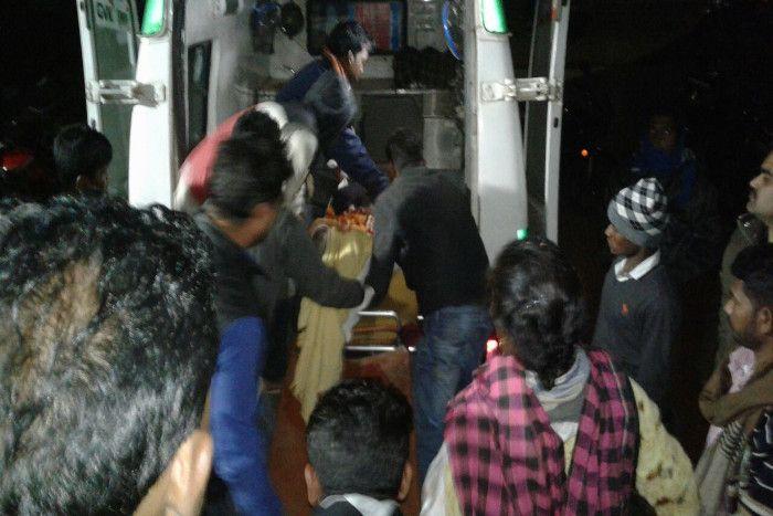 Breaking: अनियंत्रित बस रोड रोलर से टकराई, 30 घायल, 7 की हालत गंभीर