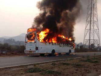 जमशेदपुर से रांची आ रही एसी बस में लगी आग, सभी 26 सुरक्षित