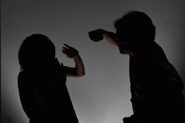 जेल से छूटे पति ने पत्नी को काम करने से किया मना, नहीं मानी तो ब्लेड से काटी नाक