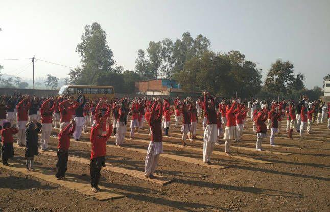 3 चक्र: स्वामी विवेकानंद की 154 वीं जयंती पर सूर्य नमस्कार
