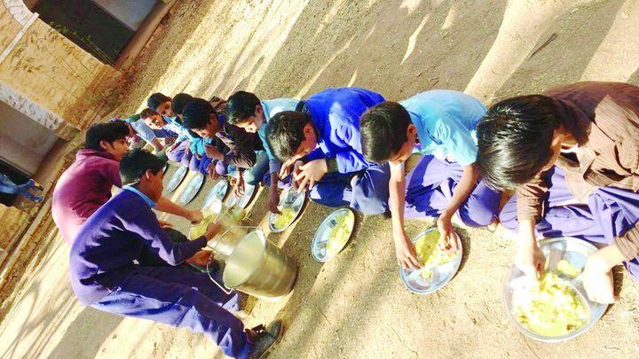 खीर पूड़ी, हलवे की अपेक्षा बच्चों को मिले कड़ी-चावल