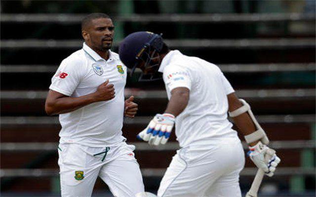 बड़े स्कोर के सामने श्रीलंका ने खोए 4 विकेट