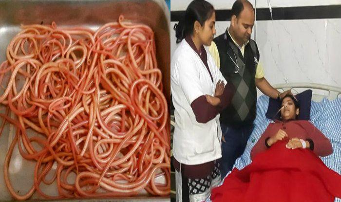 पेट के दर्द से परेशान थी यह महिला, इलाज़ के दौरान पेट से निकले 150 ज़िंदा कीड़े
