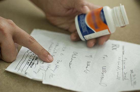 डॉक्टरों की घसीट राइटिंग : किसी की मौत और जीवन से जुड़ा विषय