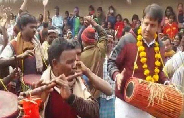 सोहराय पर्व पर झूमे कृषि पशुपालन मंत्री रंधीर सिंह
