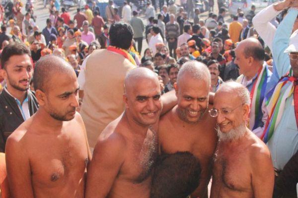 जैन मुनियों के त्रिवेणी संगम के आगे नतमस्तक शहर