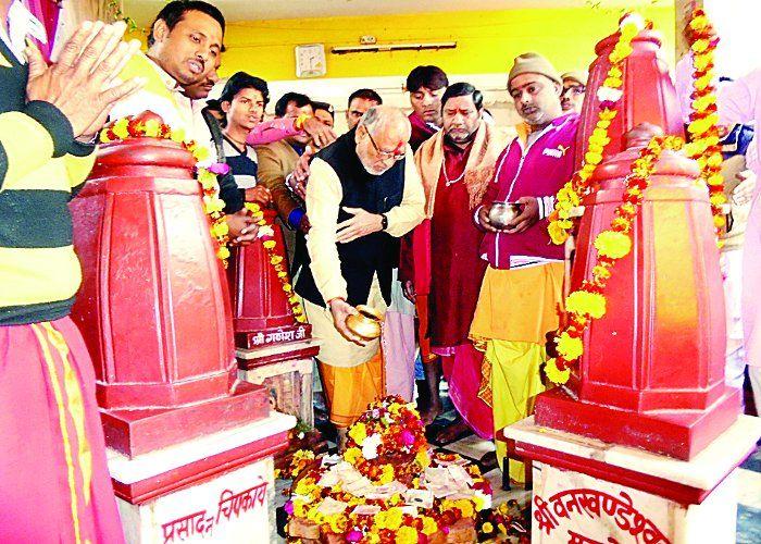 PM MODI के भाई पहुंचे पीताम्बरा पीठ, अमित शाह व राजनाथ सिंह भी ले चुके हैं मां की शरण