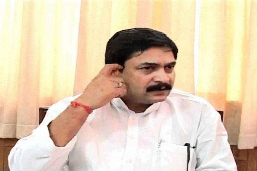 सपा के मंंत्री विजय मिश्रा की कुर्सी खतरे में, जा सकती है विधायकी, हाईकोर्ट ने दिया दोबारा मतगणना का आदेश