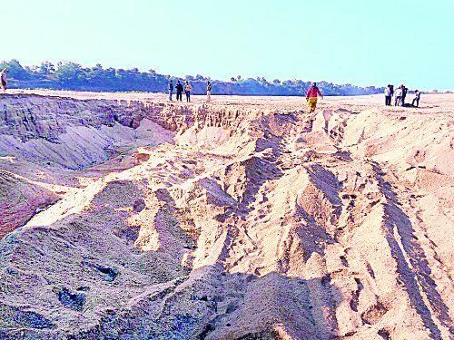 अवैध रेत खनन से छलनी हो रही कन्हान नदी