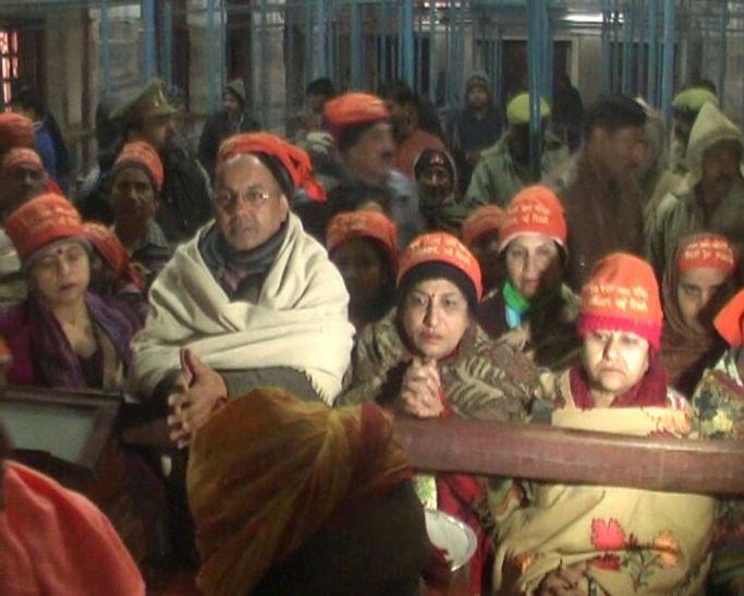 गुरु गोरक्षनाथ मंदिर में अभी तक 2 लाख से ज्यादा लोगों ने चढ़ाई बाबा को खिचड़ी