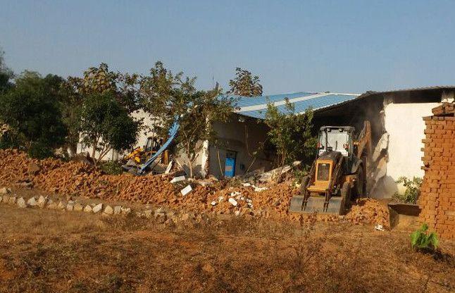 विश्वकर्मा इंडस्ट्रीज के 1.20 एकड़ जमीन पर चला बुलडोजर