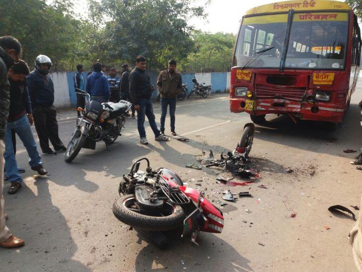 रोडवेज़ बस ने बाइक को मारी टक्कर दो की मौत एक घायल