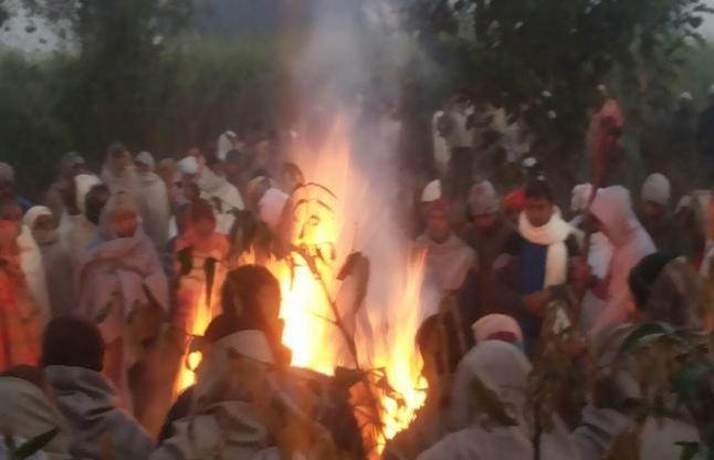 CISFकैम्प कांड: सिपाही का अंतिम संस्कार, भाई ने अधिकारियों पर लगाए गंभीर आरोप
