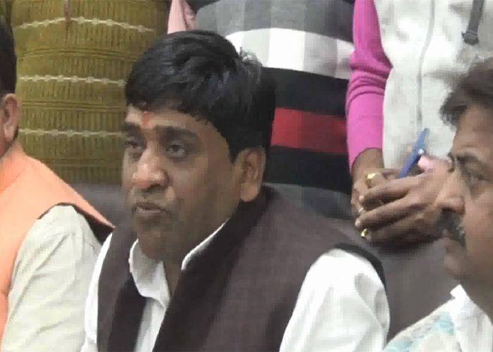 सपा की सियासी जंग : जारी है अखिलेश-मुलायम खेमे के जिलाध्यक्षों का संघर्ष
