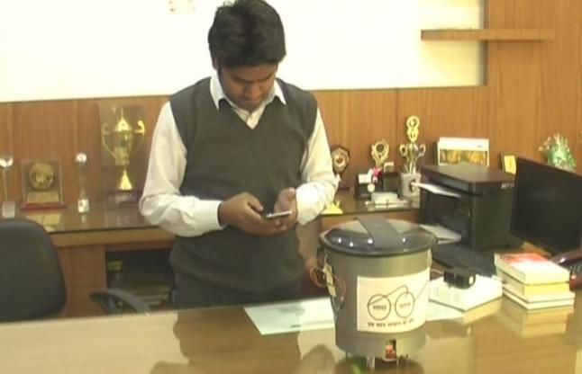 VIDEO: इस छात्र ने बनाया स्मार्ट डस्टबिन, प्रधानमंत्री के सपनों को मिला एक नया मोड़