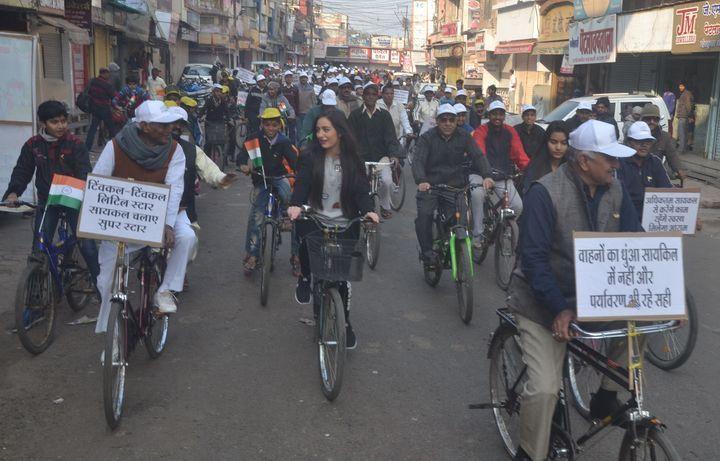 रतलाम में लंदन से आई, सायकल चलाई फिर कहा मोदी का अभियान गुड