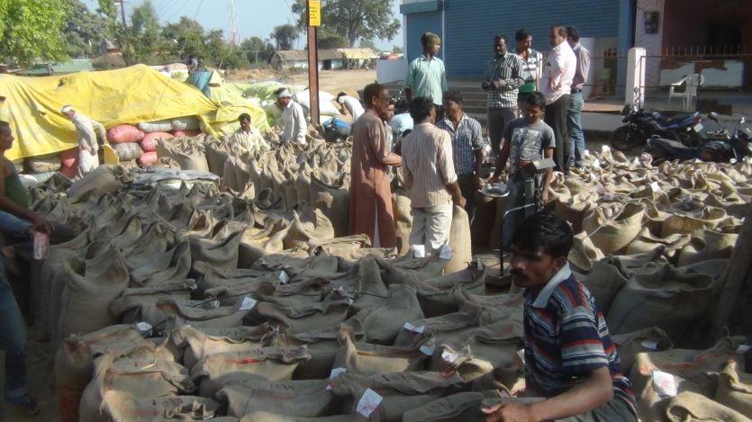 अंतिम दिन खरीदी केन्द्रों पर किसानों की भीड़