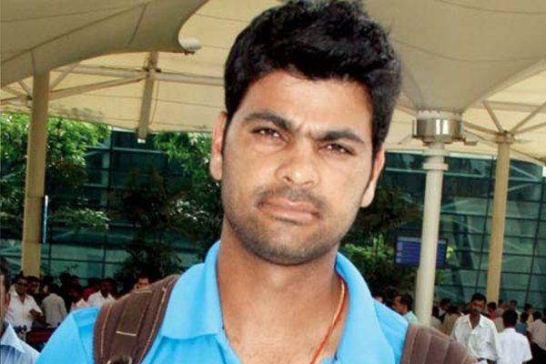 क्रिकेटर आरपी सिंह ने फेंका नन्हें फैन का मोबाइल, वीडियो हुआ वायरल