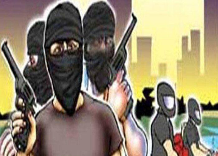 सीतामढ़ी में लुटेरों ने पूर्व सांसद के पेट्रोल पंप पर की लूट