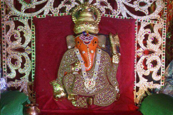 यहां भगवान हाथ में लिए हैं धन की पोटली, 750 साल पुराना है मंदिर का इतिहास
