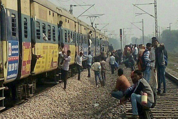 लोकल ट्रेन के ड्राइवर ने दिखाई सूझबूझ, टला बड़ा हादसा