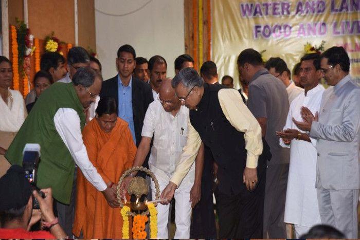 अच्छी खेती के लिए जल प्रबंधन को बनाना होगा जन-आंदोलन : उमा भारती