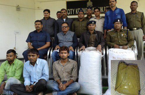 Police से बचने 3 तस्करों ने ऐसे छिपा रखा था 'गांजा', अफीम के Sample भी मिले