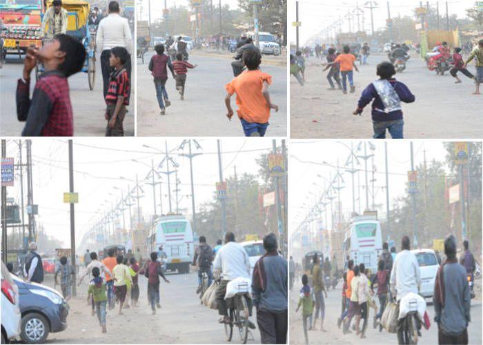 PICS: बीच सड़क पर पतंग लूटने लहराए बच्चे, खड़े हो गए रोंगटे