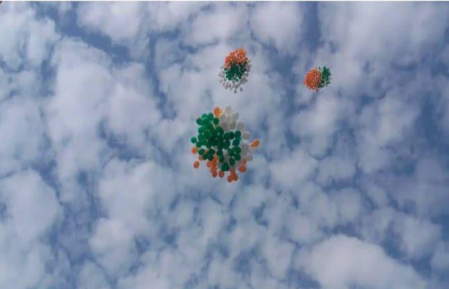PICS: बादलों के बीच दिखे ऐसे नजारे, जमीं से आसमां तक गणतंत्र दिवस की धूम