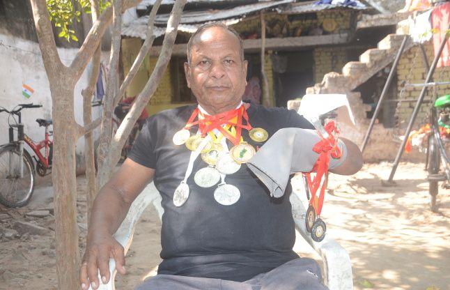 बचपन में कट गया था हाथ लेकिन नहीं मानी हार, 67 की उम्र में भी जीत रहे मेडल