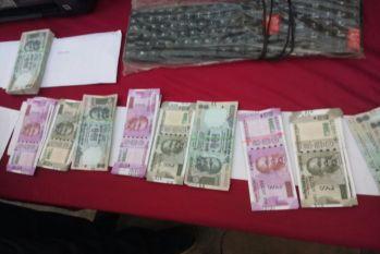 प्रिंटर से छाप रहे थे 500 और 2000 रुपए के नोट, अब चढ़े पुलिस के हत्थे