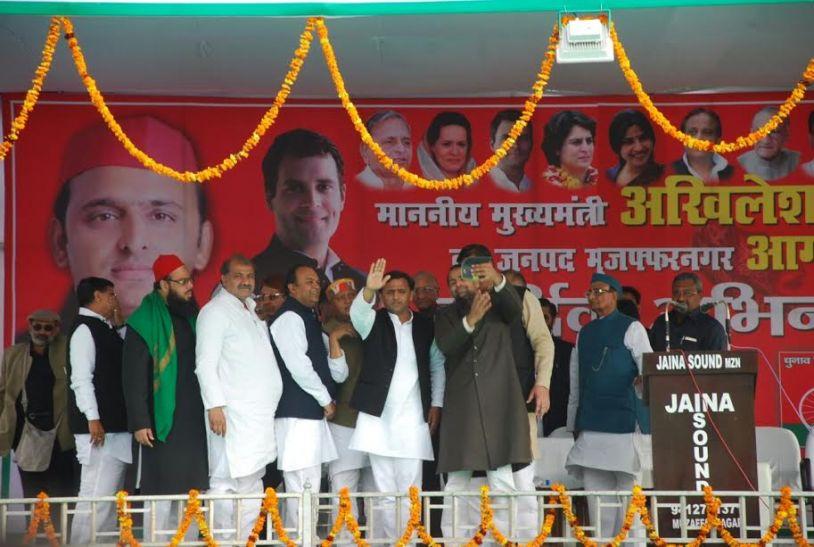 सपा बना रही सरकार, भाजपा मुकाबले से बाहरः अखिलेश