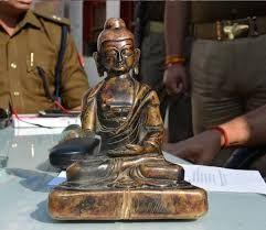 गोरखपुर में पांच करोड़ की मूर्ति बरामद तस्कर गिरफ्तार