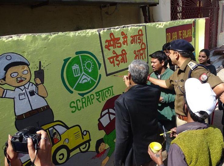 जनता को जागरूक करने को डीएम व एसएसपी ने उठाया ब्रश