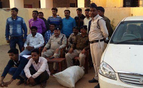 आंध्रप्रदेश से कार में छिपाकर ला रहे थे 18 किलो गांजा, 2 तस्कर गिरफ्तार