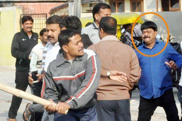ISI से नजदीकी के सवाल पर भड़के भाजपाई, थाने के सामने कांग्रेसियों को दौड़ा-दौड़ा कर पीटा