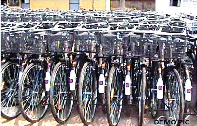 अब रसोइया, सफाईकर्मी और हथकरघा बुनकर महिलाओं को मुफ्त में मिलेगी साइकिल