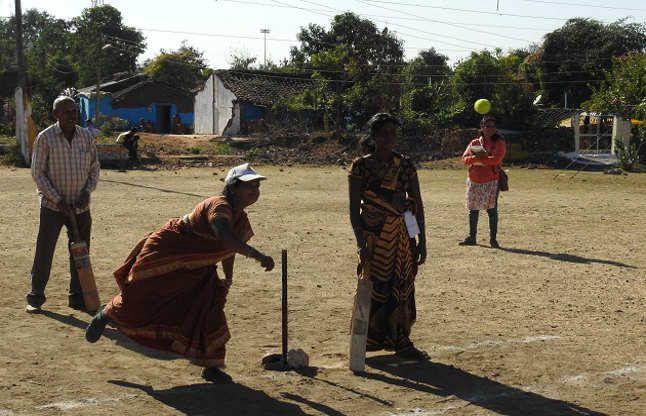 विराट सेना से कम नहीं ये आदिवासी महिला क्रिकेट टीम, छुड़ा देती हैं पसीने