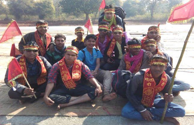 पदयात्रा पर निकली 14 युवाओं की टोली, करेंगे मां शारदा के दर्शन