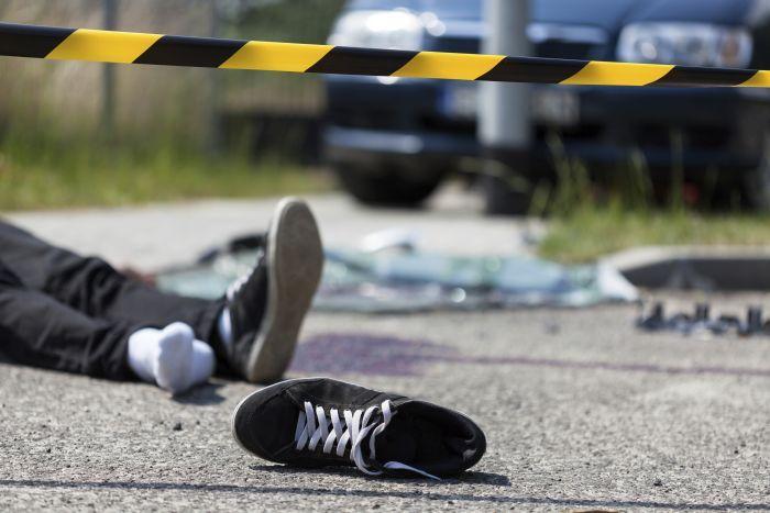 बस और ट्रक की टक्कर, तीन लोगों की मौत