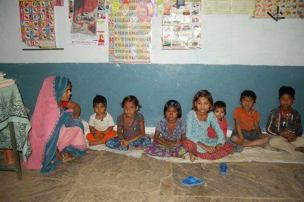 भोजन बनाने वाले खेत पर गये, आज भूखे रहे 30 बच्चे