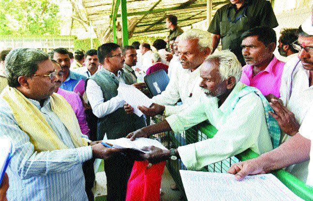 कृषि ऋण माफ कराने की जिद पर अड़े किसान