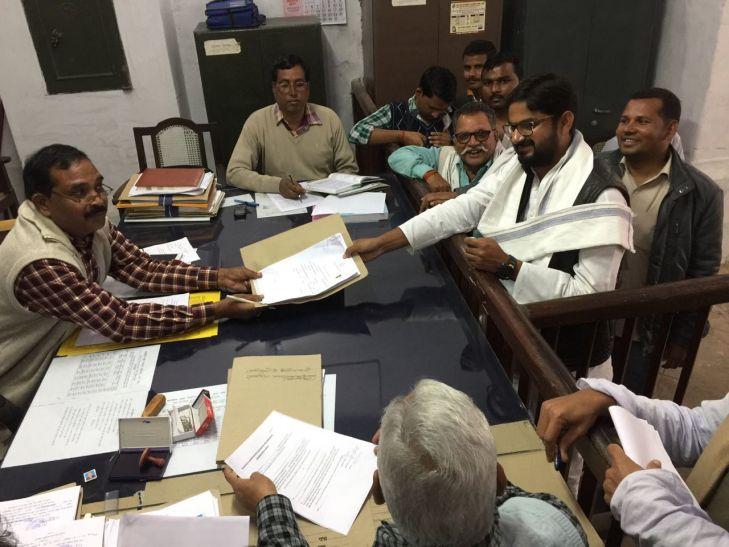 Breaking अंसारी बंधुओं को झटका, बेटे सुहेब ने इस चर्चित सीट पर कियानिर्दल नामांकन