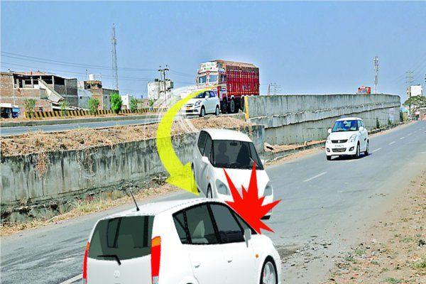 नायता मुंडला फ्लाईओवर में कईखामियां, ग़लतफहमी में पड़ रहे वाहन चालक