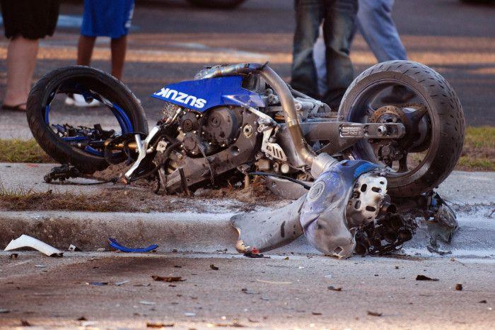 शराब और रफ्तार ने छीन ली जिंदगी, सड़क हादसे में दो दोस्तों की मौत, एक गंभीर