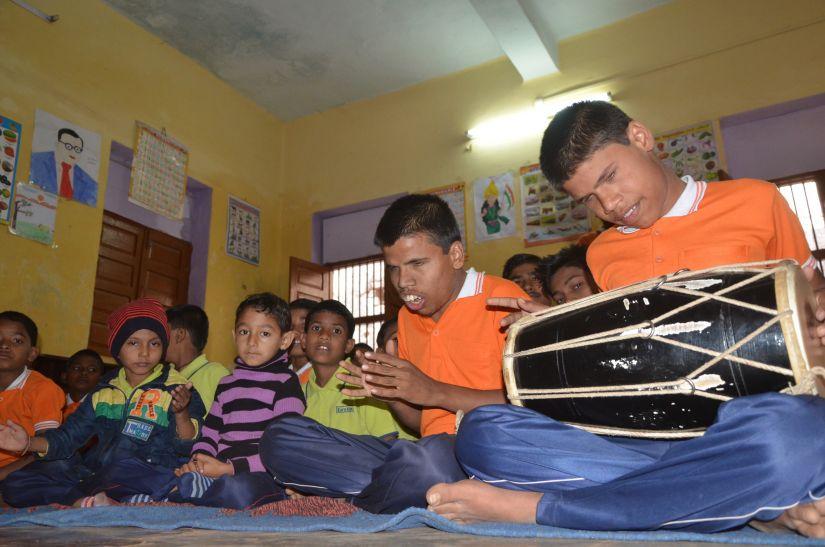 दृष्टिहीन भाई अजय व कृष्ण को मिलेगी पेंशन