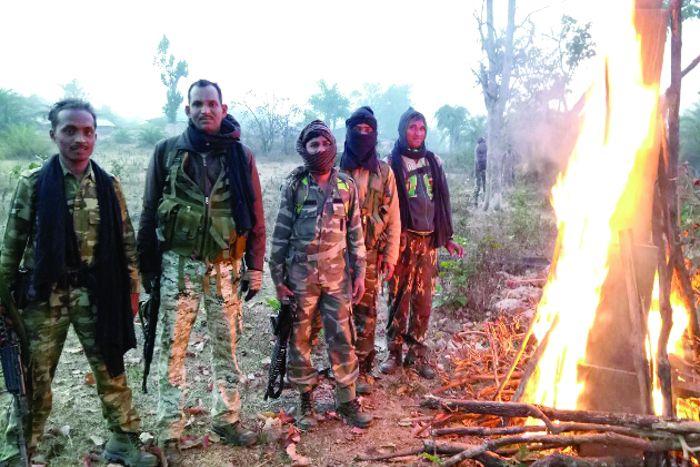 सर्चिंग पर निकले जवानों ने नक्सली स्मारक को किया आग के हवाले