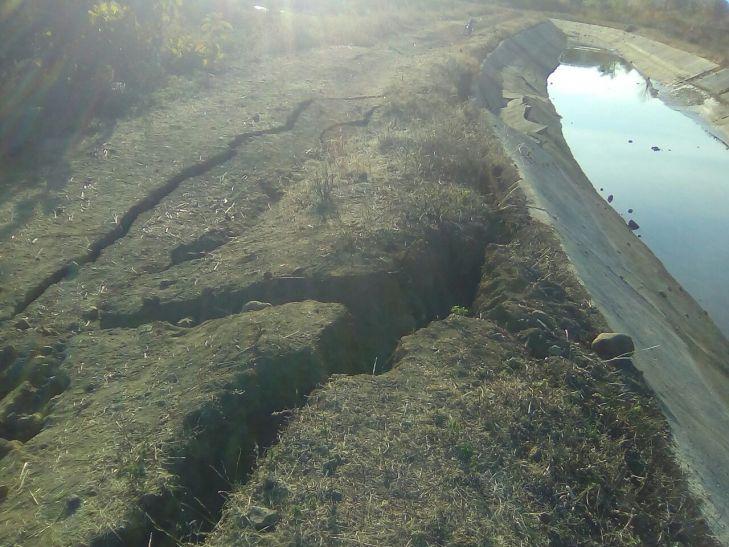 नहर धराशायी, खेतों में घुस गया पानी