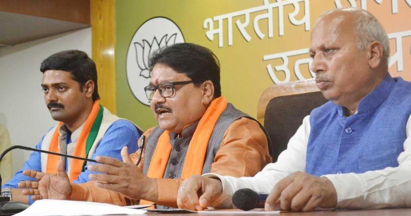 यूपी के थाने SP के दफ्तर की तरह कर रहे काम, गायत्री प्रजापति की हो गिरफ्तारी : BJP